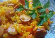 Arroz con Salchichas<br>Rice with Sausages